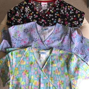 Tops - floral scrub top bundle 🌸🌼